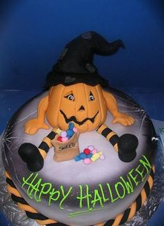 Halloween Cake cute and handsome Spooky Halloween Cakes, Halloween Desserts, Halloween Cupcakes, Halloween Candy, Happy Halloween, Halloween Stuff, Herbst Halloween, Cake Boss, Just Cakes