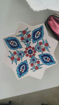 Glazes For Pottery, Ceramic Pottery, Glazed Pottery, Arabesque, Persian Motifs, Edwardian Dress, Turkish Art, Painting Tips, Islamic Art
