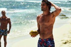 Let the summer come ! Brazilian Male Model, Brazilian Men, Marlon Teixeira, Male Model Names, Male Models, Celebrity Travel, Celebrity Dads, Smoking Celebrities, Shirtless Hunks
