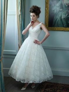 wedding dresses for apple shaped women | APPLE-apple-ianstuart-bride.com-Cadillac_no-clip.jpg