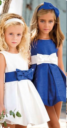 Vestido 22791, color 1248 Crudo azulón-0048 Azulón-Talla: 4, 6, 8, 10, 12, 14, 16, 18 Colección Amaya Little Girl Dresses, Girls Dresses, Flower Girl Dresses, Young Fashion, Kids Fashion, Pretty Dresses, Beautiful Dresses, Baby Clothes Patterns, Pageant Dresses