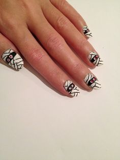 HALLOWEEN MUMMIES NAIL ART