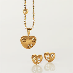 www.blossomcopenhagen.com Lovely set of matching goldplated sterling silver heart pendant and earrings Show your love and let it Blossom..... :)