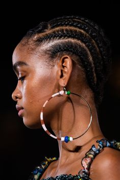 Missoni at Milan Fashion Week Spring 2020 - Details Runway Photos Jewelry Trends, Jewelry Accessories, Fashion Accessories, Fashion Jewelry, Opal Earrings, Chandelier Earrings, Hoop Earrings, Afro, Fashion Week