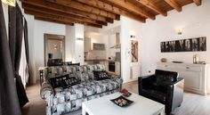 Siete Revueltas Singular Apartments Sevilla The Siete Revueltas Apartments are set in Seville's historic centre, 100 metres from the Palace of Lebrija. Each comes with a washing machine, dishwasher and tea/coffee maker.  The Siete Revueltas offer full heating and air conditioning.