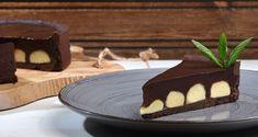 Τάρτα διπλής σοκολάτας από τον Άκη Πετρετζίκη. Ένας τέλειος συνδυασμός μαύρης και λευκής σοκολάτας πάνω από χειροποίητη τραγανή ζύμη για γλυκές τάρτες! Greek Sweets, Muffins, Pudding, Desserts, Recipes, Food, Cakes, Kitchen, Pie
