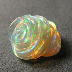 "Lightning Ridge light crystal opal "" The rose bud"" carved by Daniela l'Abbate. Archivio"