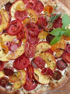 grain de sel - salzkorn: Pizza mit Blogbuster-Tomaten-Pfirsich-Belag