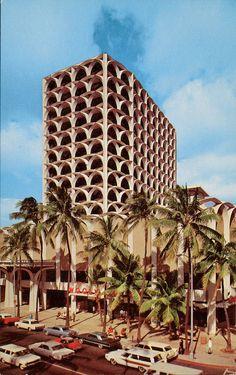 "Back of postcard reads: WOOLWORTH'S AND BANK OF HAWAII . are a part of the ""new look"" at Waikiki Beach, Hawaii. This beautiful new building is on Kalakaua Avenue, Waikiki's main thoroughfare. Waikiki Beach, Honolulu Hawaii, Hawaii Life, Blue Hawaii, Vintage Hawaii, Vintage Surf, Vintage Travel, Hawaiian Islands, Tropical"