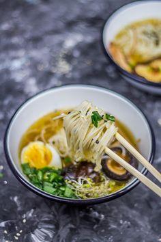 Ramen - zobacz przepis na ramen - Katarzyna Rzepecka Asian Recipes, Ethnic Recipes, Ramen, Japanese Food, Sushi, Food And Drink, Tasty, Cooking, Healthy