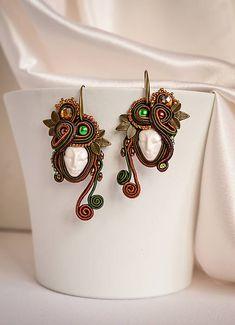 nikuske / Víla lesa Soutache Necklace, Tassel Earrings, Bone Jewelry, Diy Jewelry, Bull Horns, White Tees, Beaded Embroidery, Swarovski, Bronze