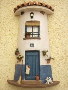 Risultati immagini per tejas decoradas cocinas Clay Houses, Ceramic Houses, Stone Houses, Clay Flower Pots, Clay Pots, Tile Crafts, Clay Fairies, Clay Tiles, Diy And Crafts