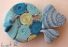 Polymer clay Fish - can I use beads for eyes? Polymer Clay Fish, Polymer Clay Miniatures, Fimo Clay, Polymer Clay Projects, Polymer Clay Jewelry, Ceramic Fish, Ceramic Art, Clay Magnets, Biscuit