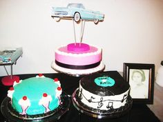 Ideas for a party inspired by the Themed Birthday Cakes, 3rd Birthday, 50s Theme Parties, Music Cakes, Diner Party, 50s Wedding, Cupcake Cookies, Cupcakes, American Diner