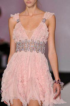 Jenny Packham - pretty in pink Look Fashion, Runway Fashion, High Fashion, Womens Fashion, Fashion Clothes, Pretty Dresses, Beautiful Dresses, Jenny Packham, Costume
