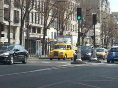 Taxi jaune à Paris :-D
