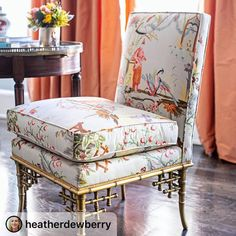 4 tips to successfully decorate your living room Marvelous upholstered in Chinese Garden fabric by juxtaposed beautifully with the soft orange taffeta curtains! Interior design by photographed by Upholstered Furniture, New Furniture, Hickory Chair, Asian Decor, Take A Seat, Vintage Home Decor, Bean Bag Chair, Living Room Decor, Decoration