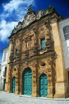Old church building in Bahia, Brazil | http://state-of-bahia.brazilforyou.com/