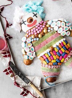 Pyntet så fint at man næsten ikke nænner at skære i den. Happy Birthday Kids, Boy Birthday, Danish Cake, Clown Cake, A Little Party, Kid Table, Food Humor, Childrens Party, Sweet And Salty