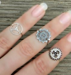 Hey, I found this really awesome Etsy listing at https://www.etsy.com/listing/158711270/steampunk-knuckle-rings-set-of-3-silver