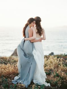 a romantic bride and her best friend | via: once wed