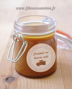 Du caramel au beurre salé à réaliserpour déguster, pour accompagner vos recettes ou pour offrir en cadeau.  En cadeaux l'étiquette pour votre pot de caramel. (à imprimer sur du papier 80g ou du papier autocollant et à découper)  Téléchargez la Recette caramel beurre salé en pdf Préparation pour … Caramel Shortbread, Gourmet Gifts, Truffles, Food Videos, Candle Jars, Mousse, Biscuits, Dessert Recipes, Yummy Food