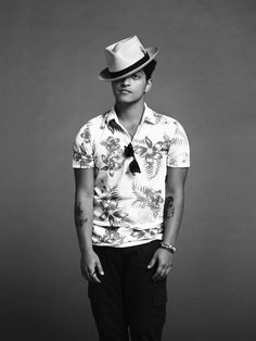 See Bruno Mars pictures, photo shoots, and listen online to the latest music. Mars Pictures, Mars Photos, Bruno Mars Style, Beautiful Men, Beautiful People, John David, Future Husband, Dear Future, Celebrity News