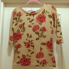 Silk, Cotton and Cashmere Sweater Medium/Small in size. Soft and Comfortable. Used, good condition. 70% Silk, 15% Cotton and 15% Cashmere. Angelino Sweaters Crew & Scoop Necks