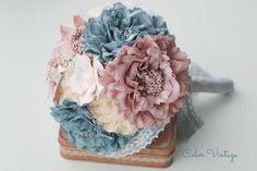 De Color Vintage: Un Bouquet con Flores de Tela, broches y Brillos.