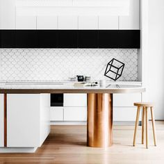 Today we will show you the 5 kitchen trends 2018 that will be IN because the new year also means new kitchen design. Home Kitchens, Kitchen Remodel, Kitchen Inspirations, Office Interior Design, Kitchen Interior, Interior Design Kitchen, Home Decor, Kitchen Inspiration Modern, Minimalist Kitchen