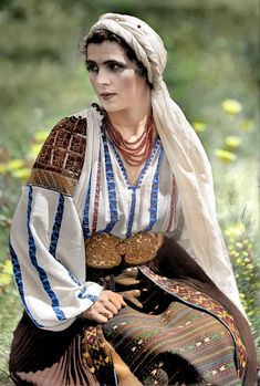 Folk Costume, Costumes, Palestinian Embroidery, Embroidery Dress, Arya, Traditional Outfits, Romania, Cross Stitch Patterns, Europe