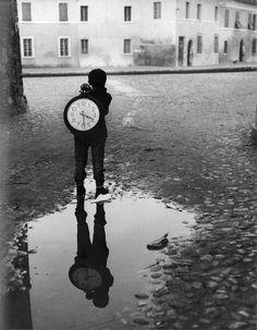 Piergiorgio Branzi - Boy with clock, 1955. S)
