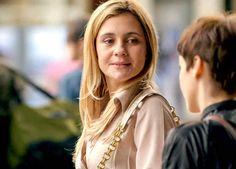 Adriana Esteves sonriéndole a Débora Falabella en Avenida Brasil