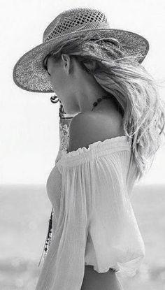 ╰☆╮Boho chic bohemian boho style hippy hippie chic bohème vibe gypsy fashion indie folk the . Bohemian Summer, Bohemian Mode, Boho Gypsy, Bohemian Style, Ibiza Style, Bohemian Jewelry, Beauty And Fashion, Fashion Mode, Boho Fashion
