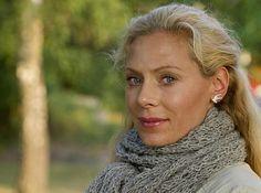 Dessa örhängen som Eva Röse bär i Maria Wern-filmerna är så fina! Swallow Silver Earrings från Cooee Design, 495 sek. http://www.shop.cooee.se/sv/luxury/luxury-orhangen/