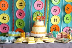 Paper Plates for buttons!  Erin Wilson Photography: A Lalaloopsy Party