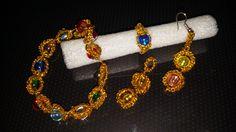 Braccialetto ed orecchini realizzati a chiacchierino con filo dorato metallico. Leggerissimi e luccicanti