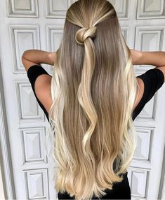 Golden Blonde Balayage for Straight Hair - Honey Blonde Hair Inspiration - The Trending Hairstyle Blonde Makeup, Balayage Hair Blonde, Brown Blonde Hair, Ombre Hair, Hair Makeup, Long Blond Hair, Blonde Honey, Honey Balayage, Brown Balayage