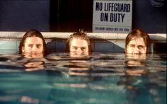 """A capa do disco """"Nevermind"""", do Nirvana, é certamente uma das mais conhecidas da história do rock. Kirk Weddle é o nome do fotógrafo que assina a imagem. Nesta semana, fotos inéditas da banda feitas para divulgar o disco foram liberadas pelo fotógrafo."""