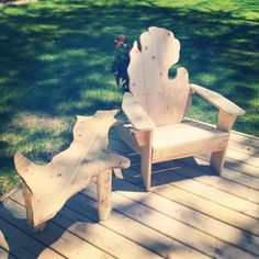 Do you have a soft spot for The Wolverine State? Check out these creative Michigan shaped Adirondack chairs and Upper Peninsula side tables from Two Hearted Cabincraft from just outside of Grand Rapids.  They create handsome furniture for any room in your home and specialize in custom work ...  what Michigan outdoor deck wouldn't look better with these on hand??