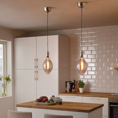 You can choose if you want to use the cord set with a shade or with a simple decorative LED light bulb. Pendant Lamp, Pendant Lighting, Luminaire Led, Old Lights, Estilo Retro, Grey Glass, Brass Color, Ceiling Fixtures, Deco Mesh Wreaths