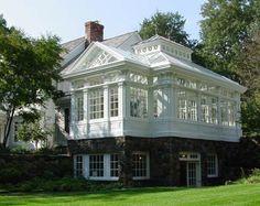 Les Serres : Dix exemples de serres grandioses ou intimistes pour agrandir et magnifier l'architecture de sa maison, à transformer en entrée, en salon d'été, en cuisine familiale, en jardin d'hiver... avec de beaux détails néo-gothiques, néo-classiques,...