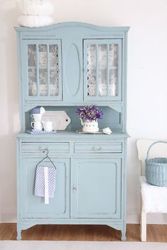 Vintage Küchenbuffet in Hellblau gestrichen für eine Einrichtung im Retrodesign, antiker Küchenschrank / vintage kitchen sideboard painted in light blue, shabby chic made by bleuetrose via DaWanda.com