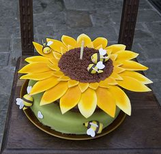 Sunflower Cake with Buzzin Bees