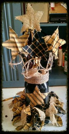 Fabric Star primitive decor by on Etsy Rustic Crafts, Country Crafts, Decor Crafts, Western Crafts, Country Decor, Wood Crafts, Farmhouse Decor, Diy Projects To Try, Crafts To Make