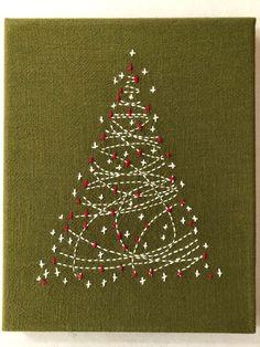 Christmas Tree Kit, Christmas Projects, Christmas Bulbs, Christmas Patterns, Green Christmas, Christmas Decor, Proper Crimbo, Shashiko Embroidery, Hand Embroidery