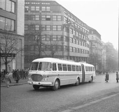 Kromě výroby legendárních vozů Škoda 706 RTO v sólo provedení plánoval n.  p. Karosa rovněž výrobu článkového modelu, a to v městské, linkové i  meziměstské variantě. Nakonec však plány skončily u jediného prototypu  linkové verze, jenž byl vyroben v roce 1960. Sešrotován byl tento vůz v  roce 1 Buses And Trains, Bus Coach, Busse, Commercial Vehicle, Cold War, Prague, Cars And Motorcycles, Vintage Cars, Transportation