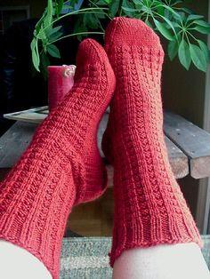 Ravelry: Blueberry Waffle Socks FREE knitting pattern by Sandy Turner