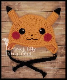 Pikachu Hat: This pattern uses worsted weight yarn and US crochet terminology. Crochet Kids Hats, Crochet Cap, Crochet Beanie, Cute Crochet, Crochet Crafts, Crochet Projects, Pikachu Hat, Pikachu Crochet, Pokemon Beanie