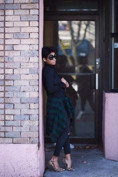 black turtleneck + black and green plaid shirt + black jeans + leopard print heels Passion For Fashion, Love Fashion, Fashion Looks, Casual Outfits, Cute Outfits, Fashion Outfits, Fall Winter Outfits, Autumn Winter Fashion, Plaid And Leopard